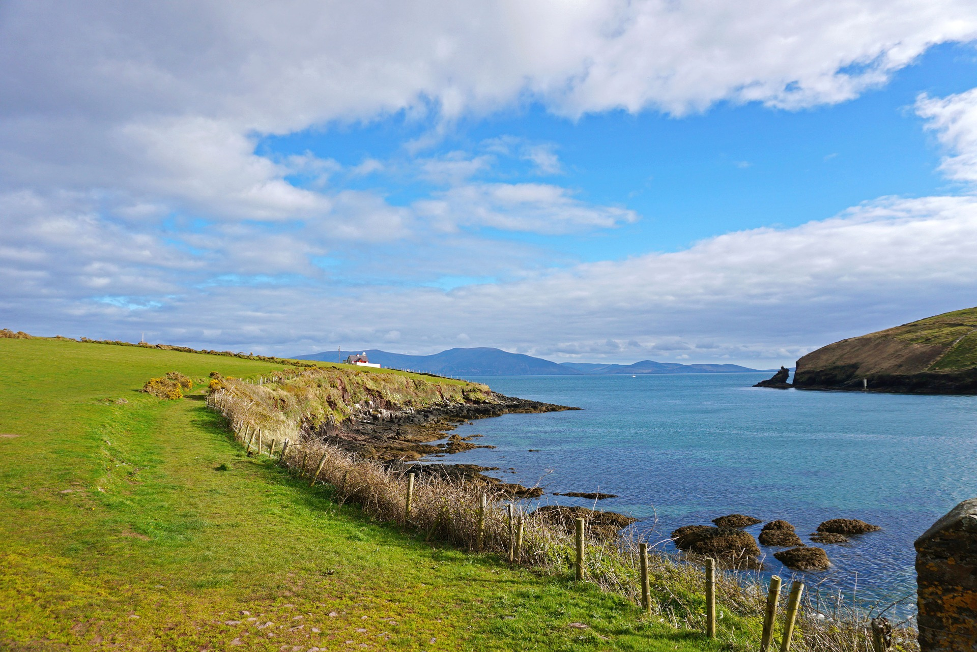 https://pixabay.com/en/dingle-ireland-ocean-landscape-1404988/