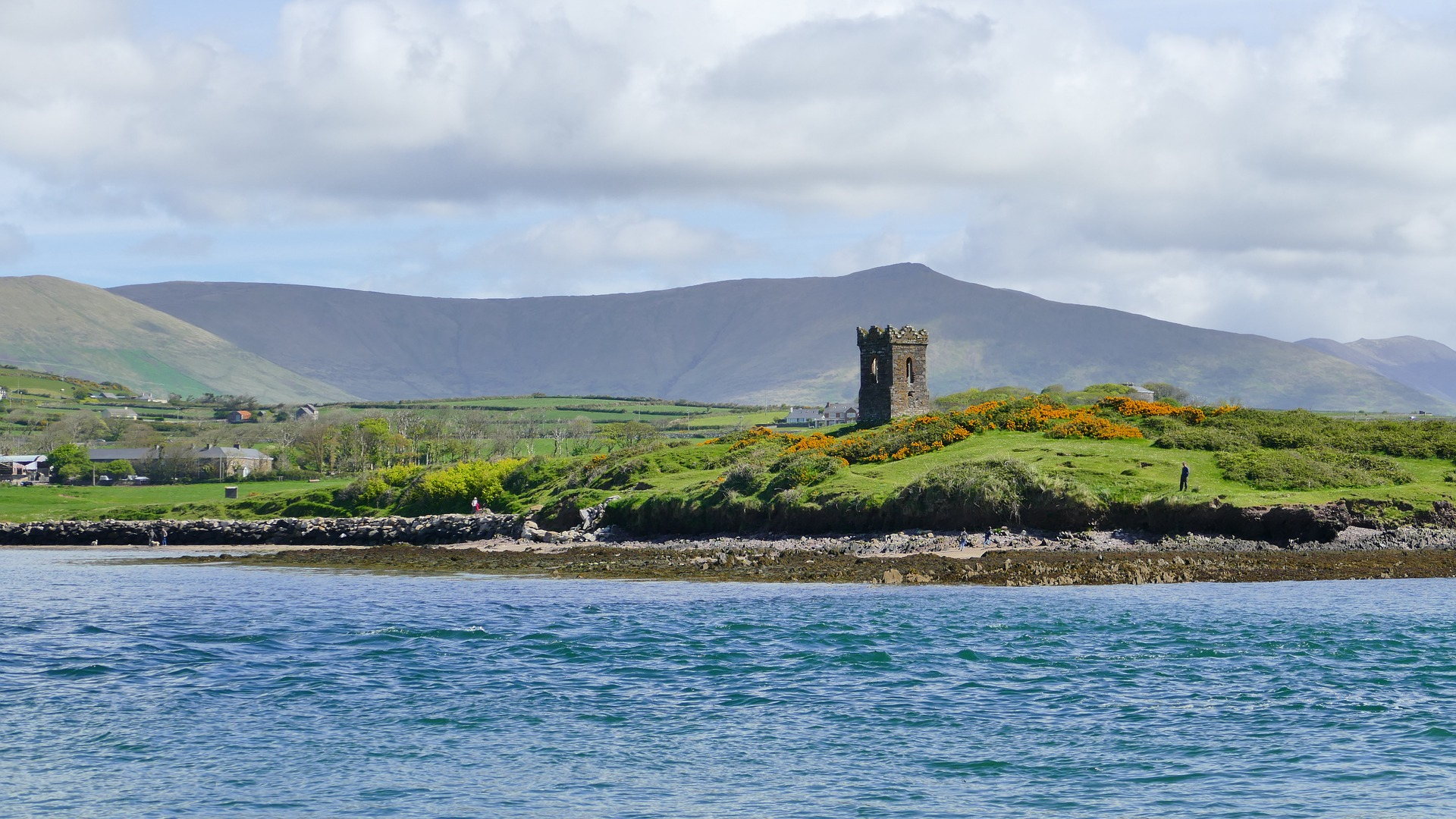 https://pixabay.com/en/dingle-bay-ireland-landscape-2641983/